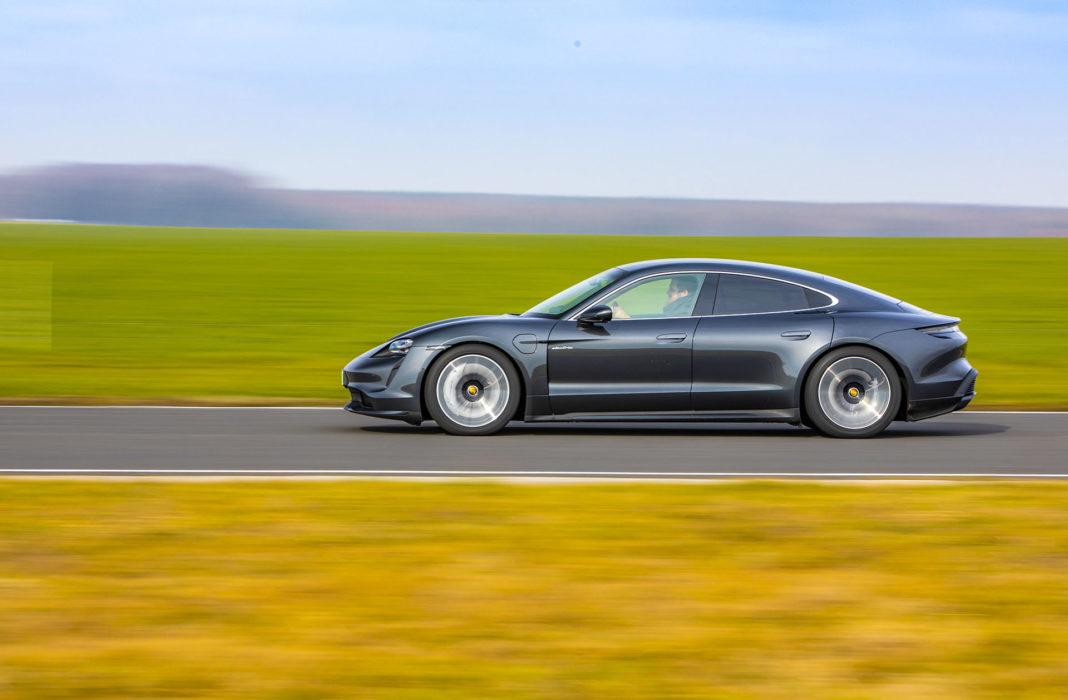 Porsche Taycan Turbo - bok