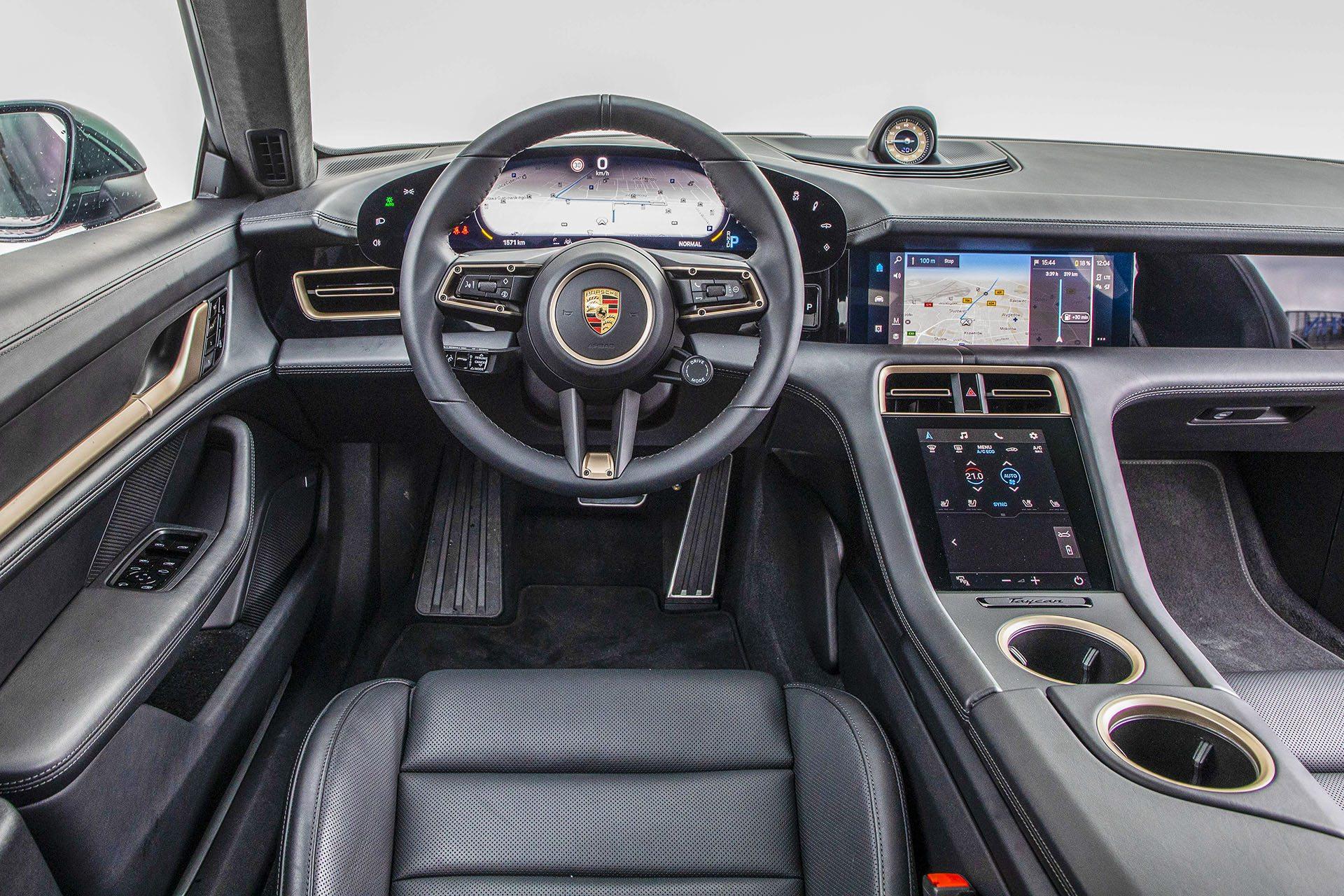 Kokpit Porsche Taycan – Test Porsche Taycan Turbo