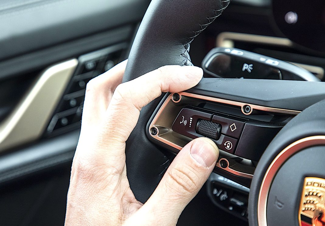 Porsche Taycan Turbo - przycisk rekuperacji