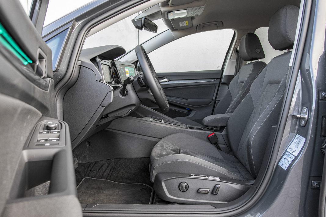 Volkswagen Golf 1.5 eTSI EVO DSG Style - fotele