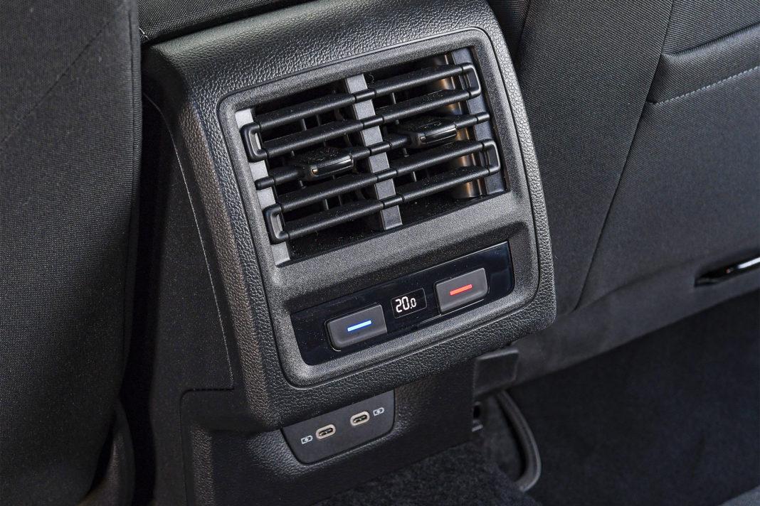 Volkswagen Golf 1.5 eTSI EVO DSG Style - panel klimatyzacji