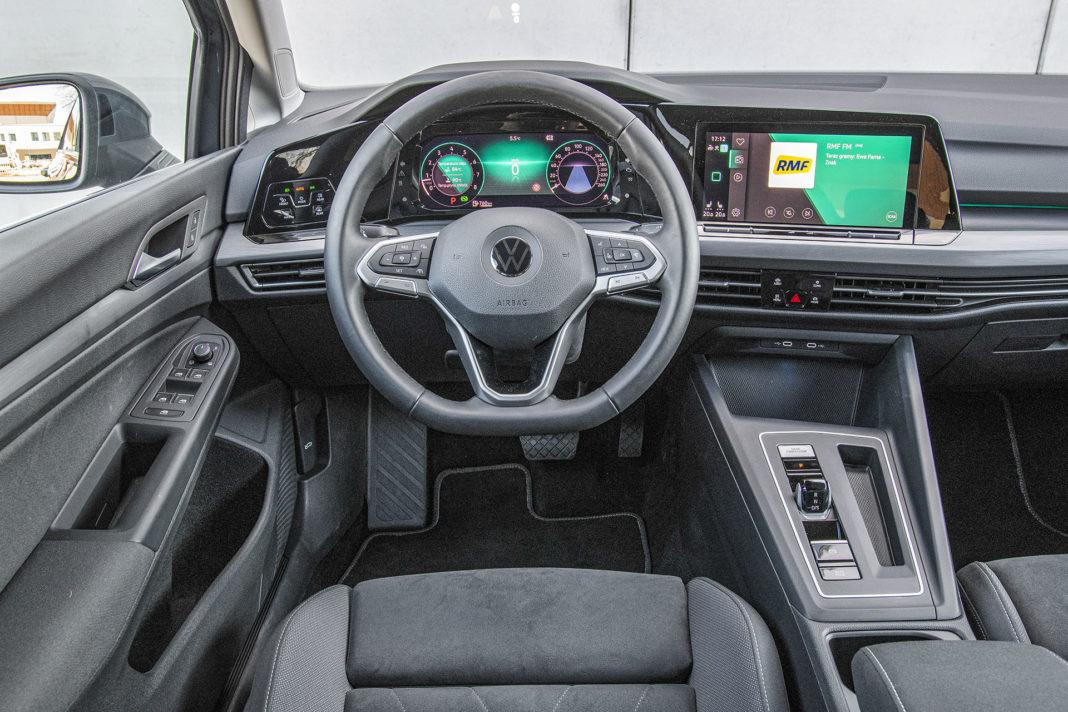 Volkswagen Golf 1.5 eTSI EVO DSG Style - kokpit