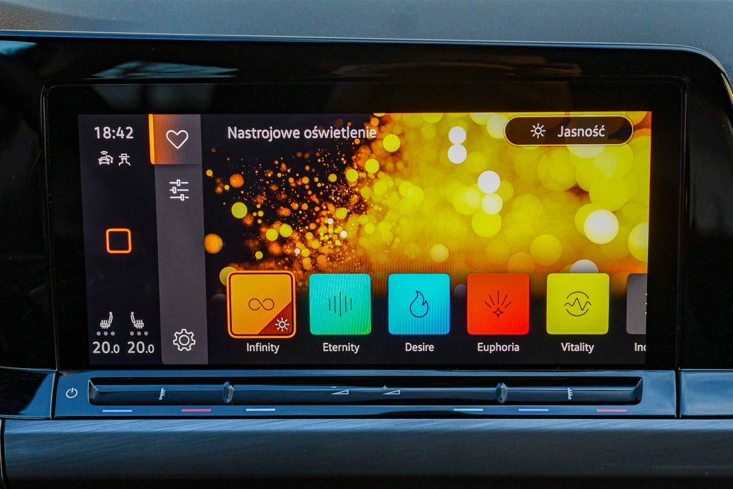 Volkswagen Golf 1.5 eTSI EVO DSG Style - multimedia