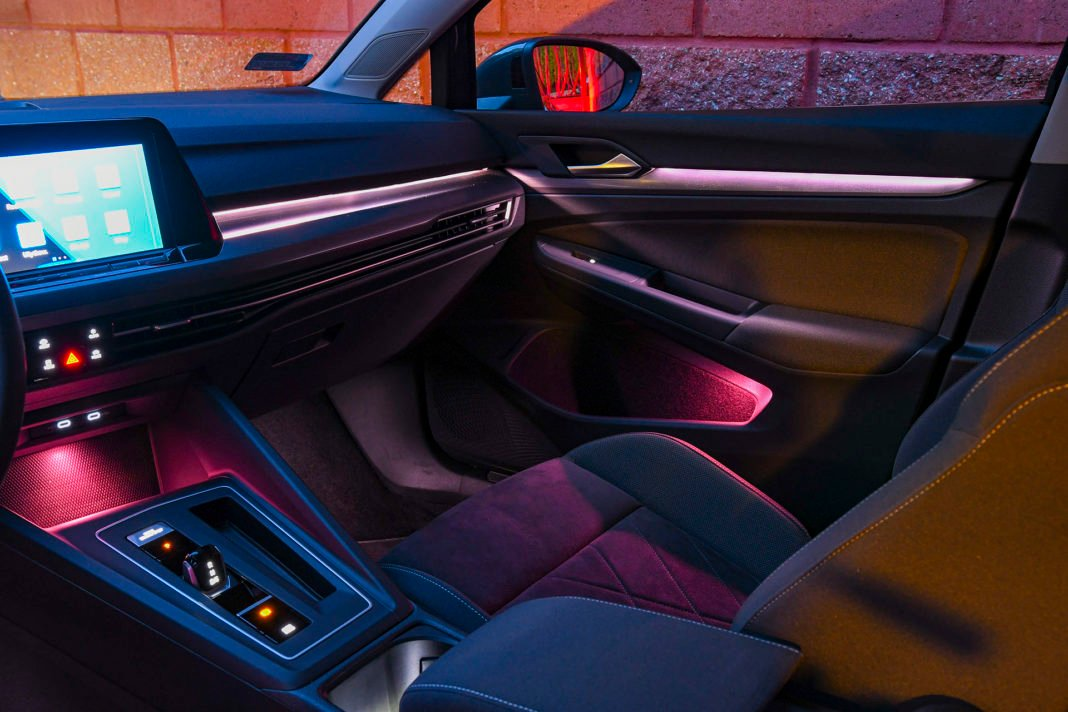 Volkswagen Golf 1.5 eTSI EVO DSG Style - oświetlenie nastrojowe