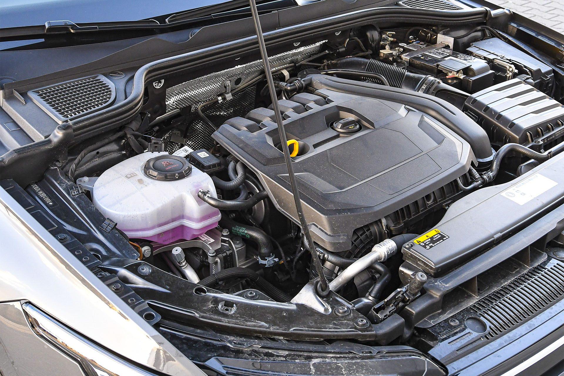 Volkswagen Golf 1.5 eTSI EVO DSG Style - silnik