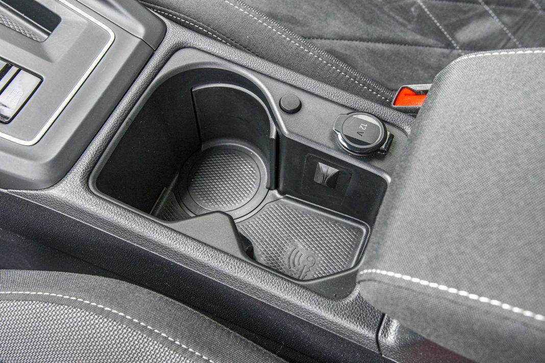 Volkswagen Golf 1.5 eTSI EVO DSG Style - uchwyty na kubki