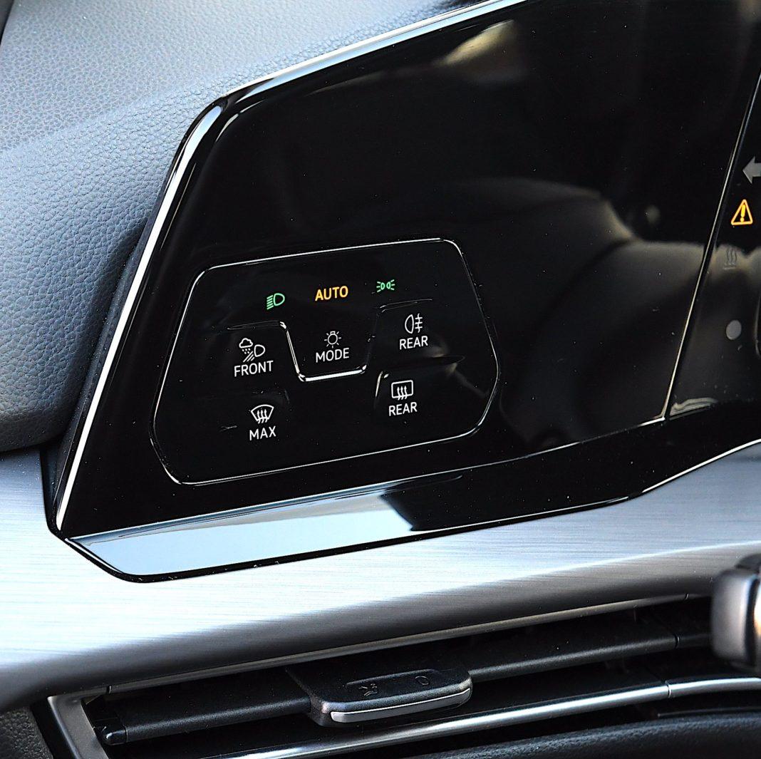 Volkswagen Golf 1.5 eTSI EVO DSG Style - panel dotykowy