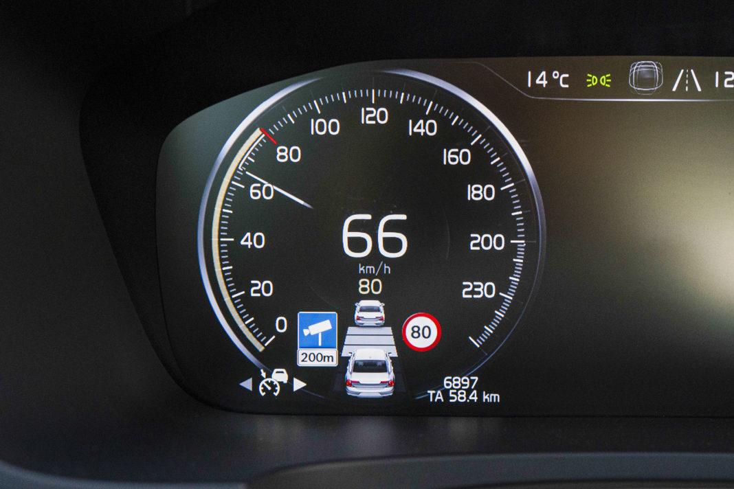 Volvo S90 T8 eAWD Inscription - Auto Pilot