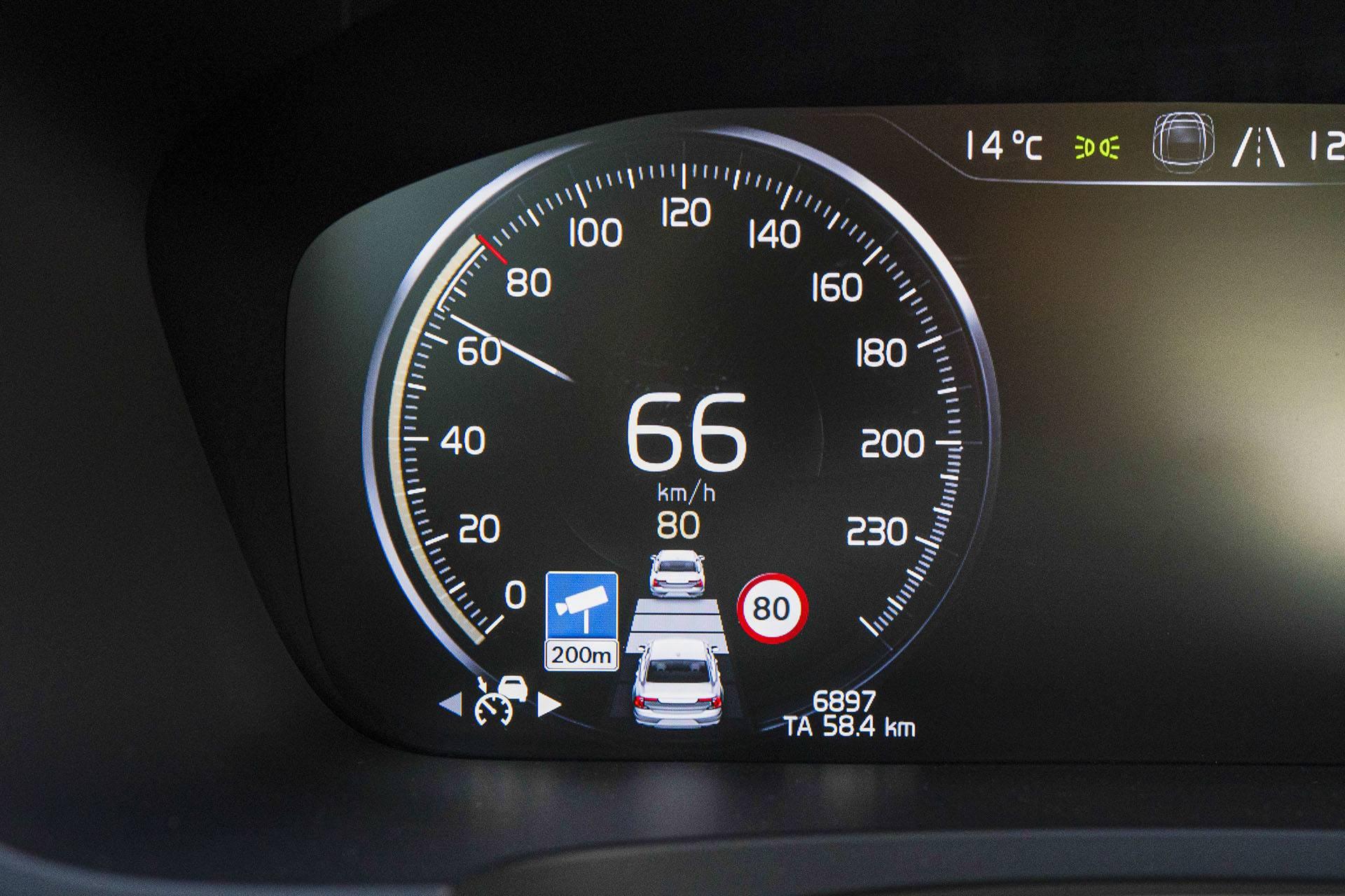 Volvo S90 - Auto Pilot - Volvo S90 T8 eAWD Inscription