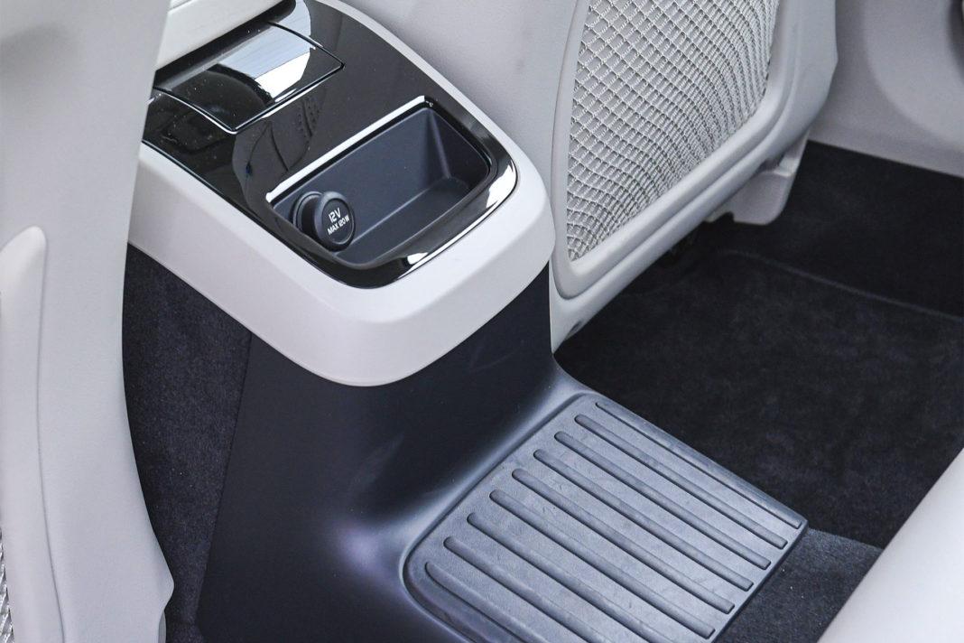 Volvo S90 T8 eAWD Inscription - tunel środkowy