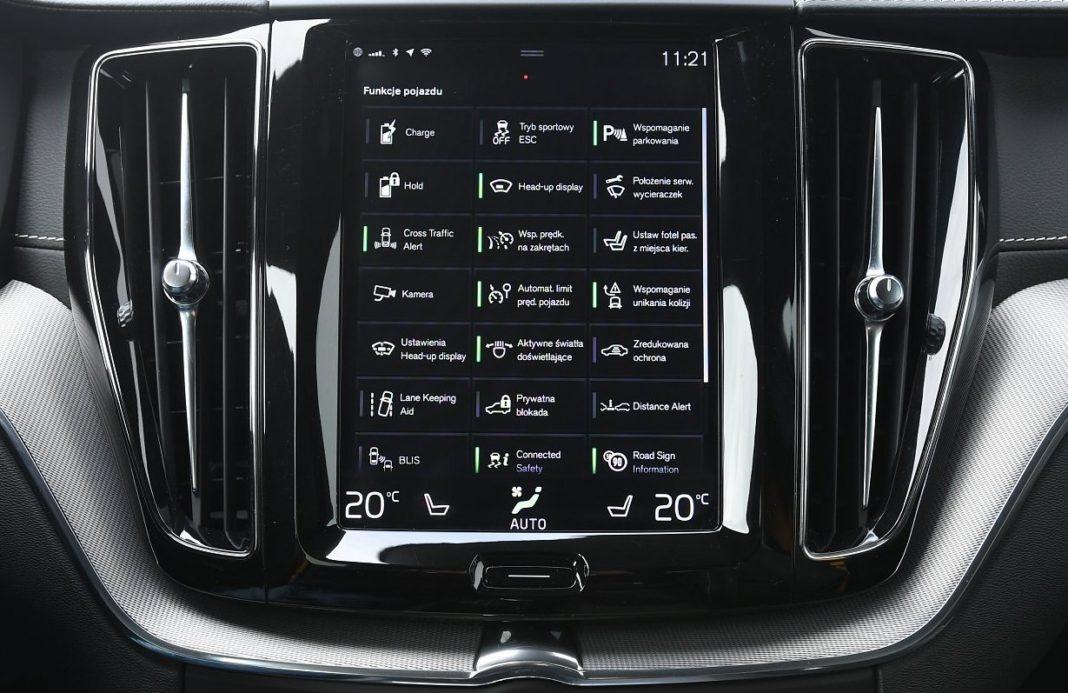 Volvo XC60 T8 Polestar Engineered (2020) - skróty na ekranie