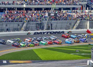 Tłumy na torze wyścigowym. Co się tam dzieje?