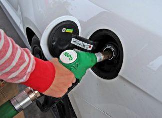Cena baryłki ropy na minusie. Co to oznacza?
