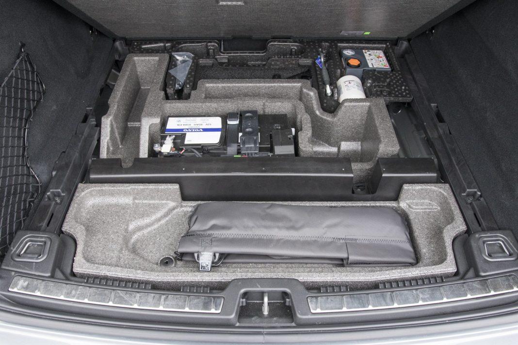 volvo xc60 t8 (2020) bagażnik 01