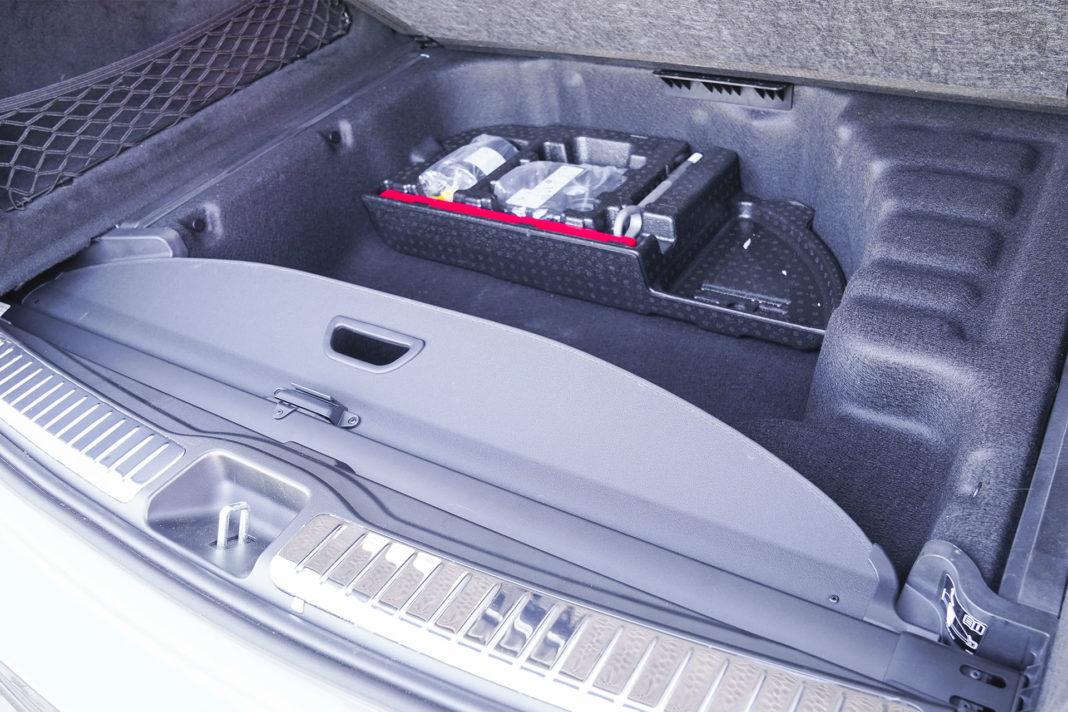 Mercedes GLE - schowek pod bagażnikiem
