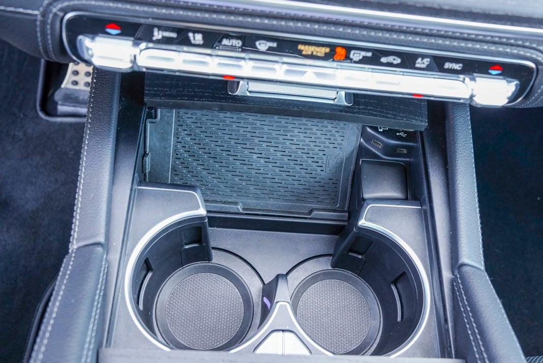 Mercedes GLE - ładowarka indukcyjna