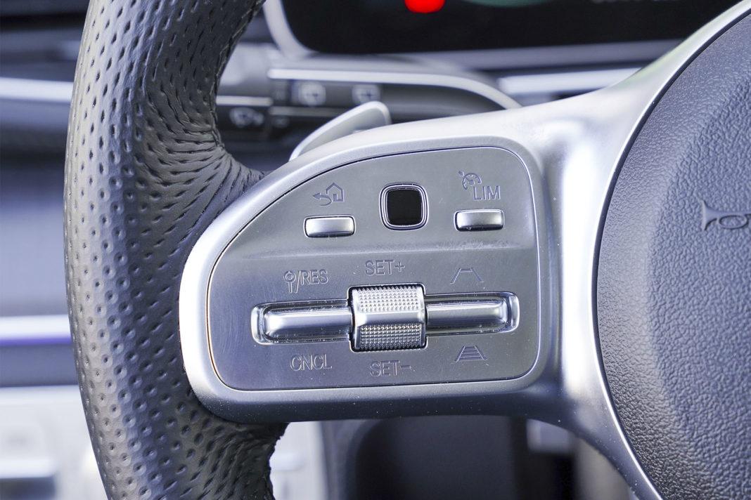 Mercedes GLE - panel dotykowy na kierownicy