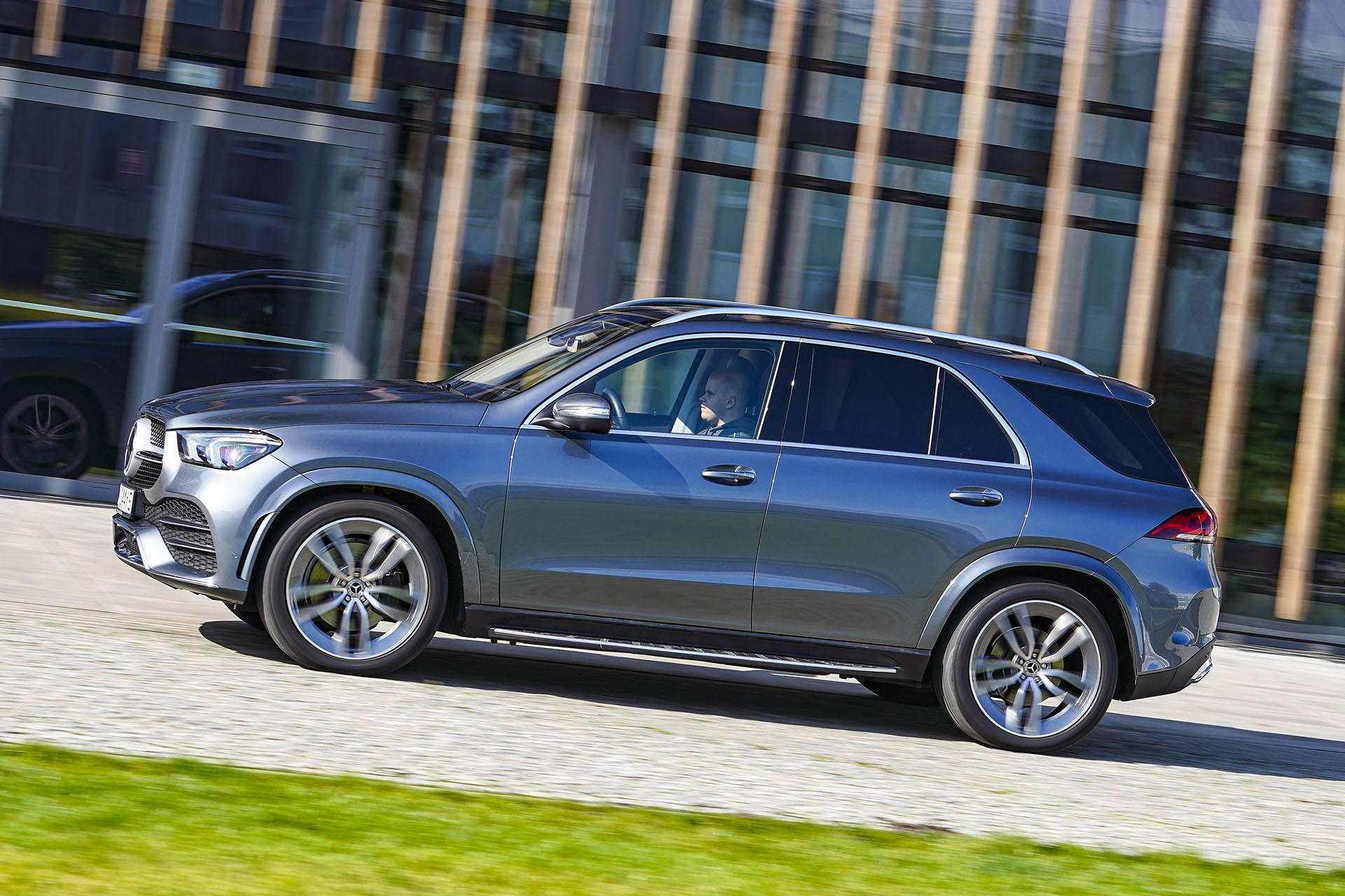 Mercedes GLE - bok - Land Rover Discovery, Mercedes GLE, Range Rover Sport, Volkswagen Touareg, Volvo XC90 – PORÓWNANIE –opinie, dane techniczne, wymiary