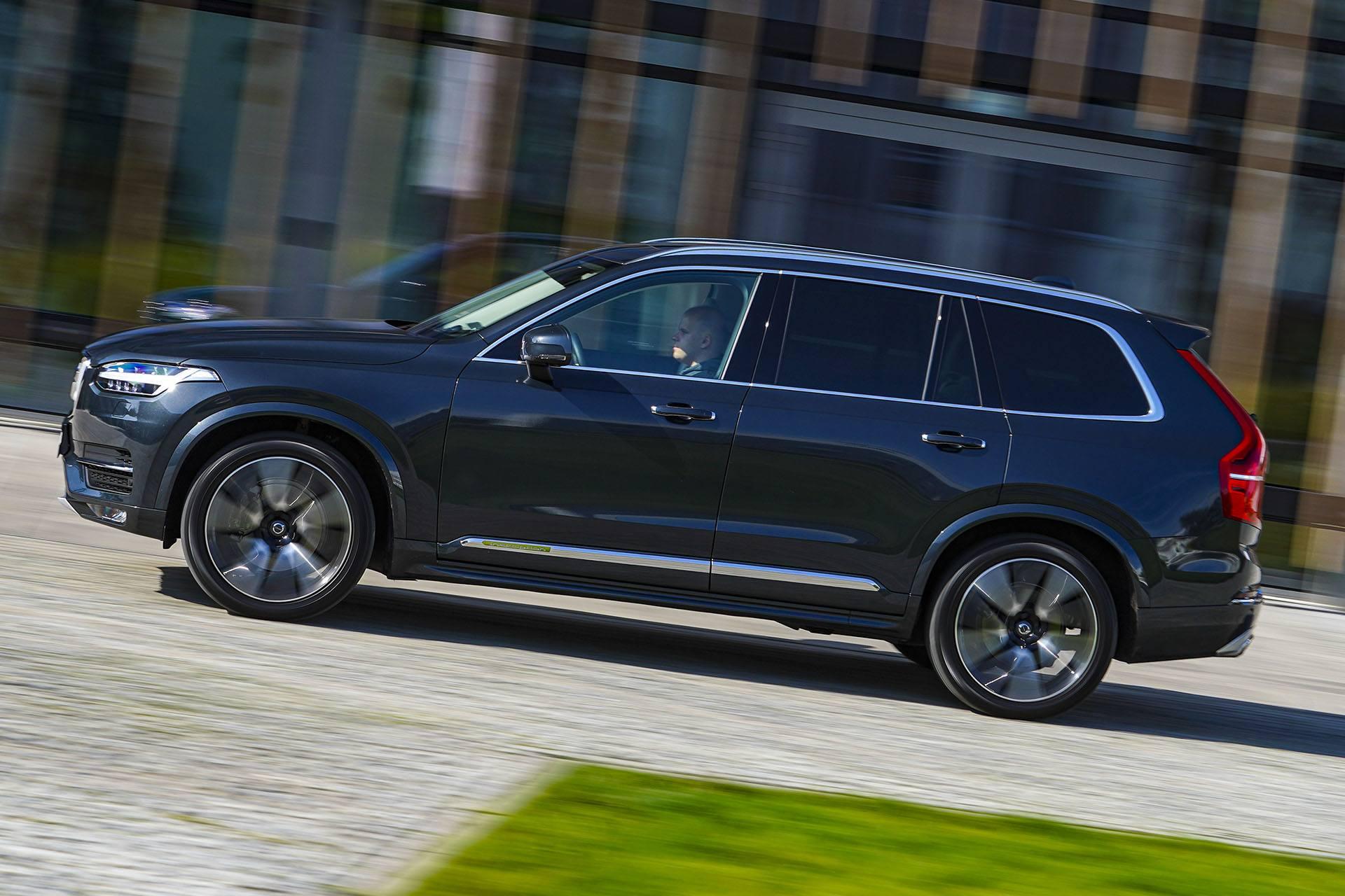 Volvo XC90 - bok - Land Rover Discovery, Mercedes GLE, Range Rover Sport, Volkswagen Touareg, Volvo XC90 – PORÓWNANIE –opinie, dane techniczne, wymiary