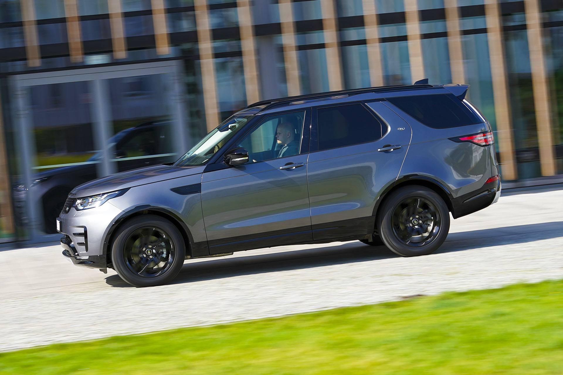 Land Rover Discovery - bok - Land Rover Discovery, Mercedes GLE, Range Rover Sport, Volkswagen Touareg, Volvo XC90 – PORÓWNANIE –opinie, dane techniczne, wymiary