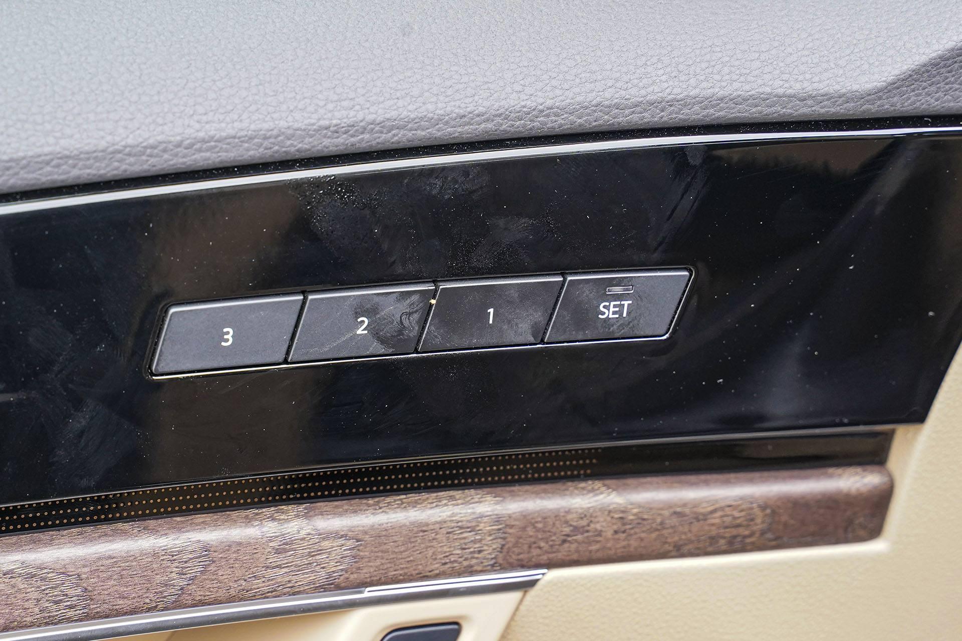 Volkswagen Touareg - błyszczący plastik - Land Rover Discovery, Mercedes GLE, Range Rover Sport, Volkswagen Touareg, Volvo XC90 – PORÓWNANIE –opinie, dane techniczne, wymiary