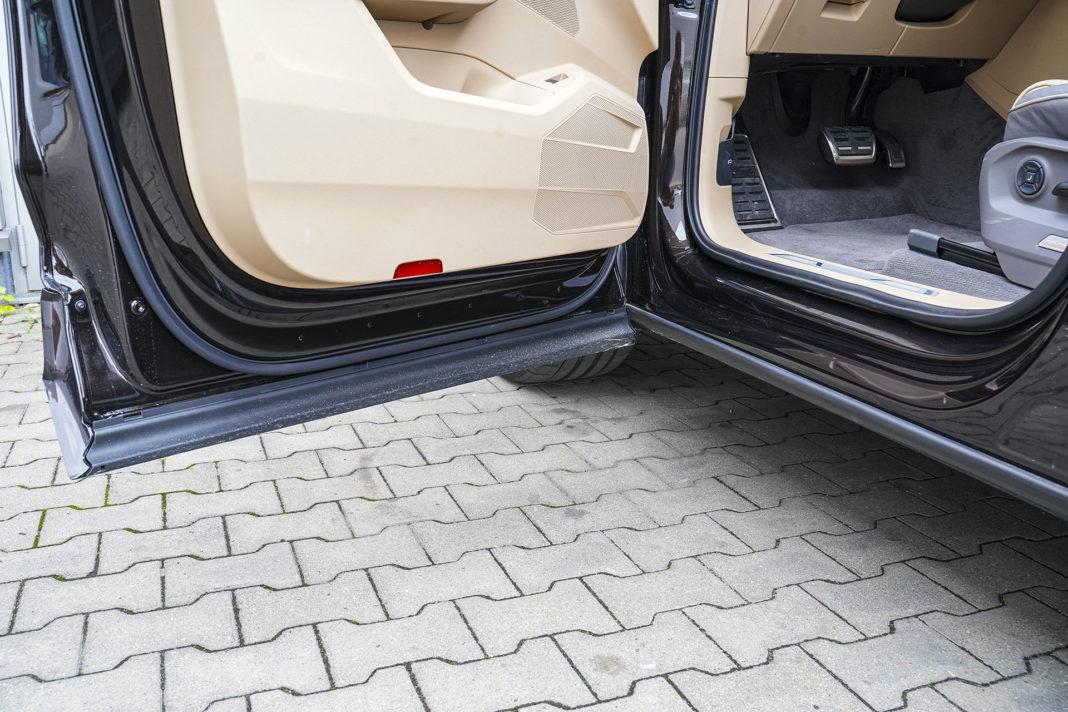 Volkswagen Touareg - zasłonięte progi