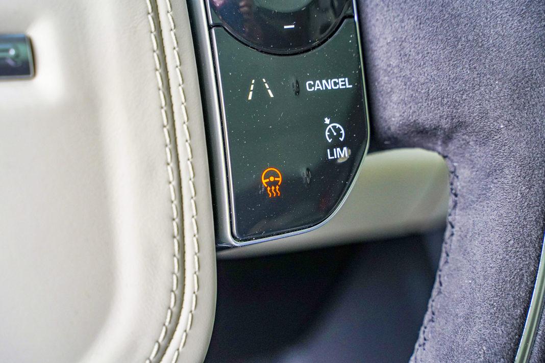 Range Rover Sport - dotykowy panel na kierownicy