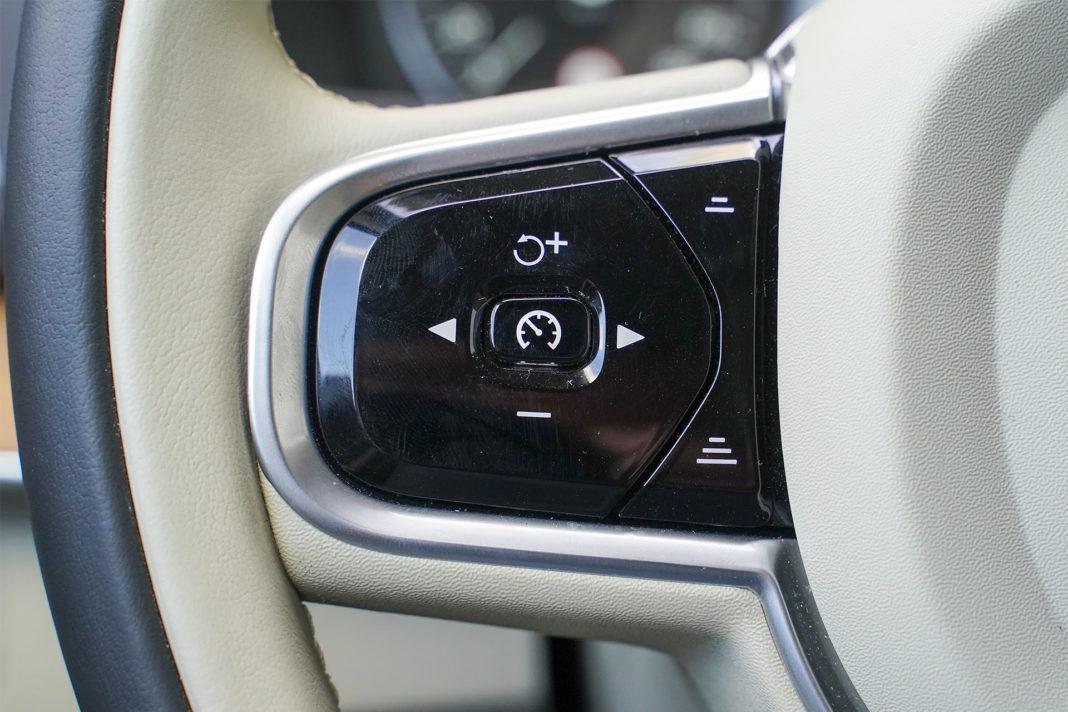 Volvo XC90 - przełączniki na kierownicy
