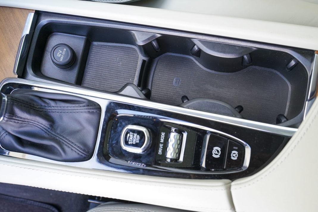 Volvo XC90 - pokrętła do uruchamiania silnika i zmiany trybu jazdy