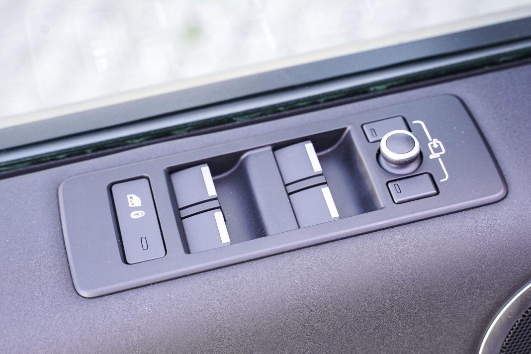 Land Rover Discovery - panel do obsługi szyb