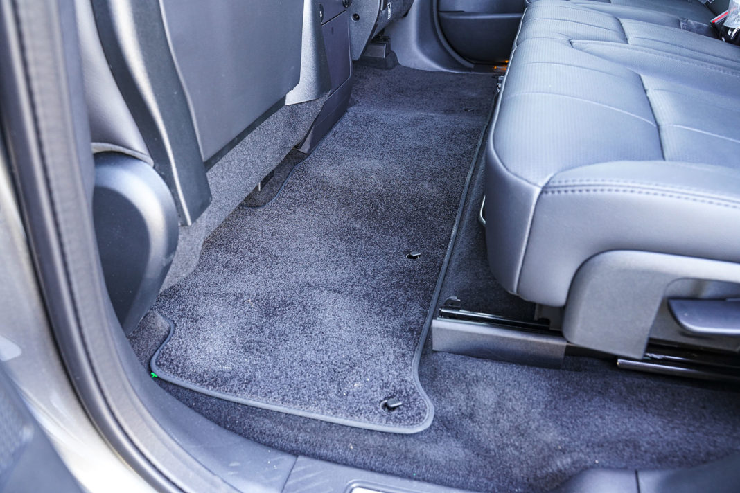 Land Rover Discovery - niemal płaska podłoga z tyłu