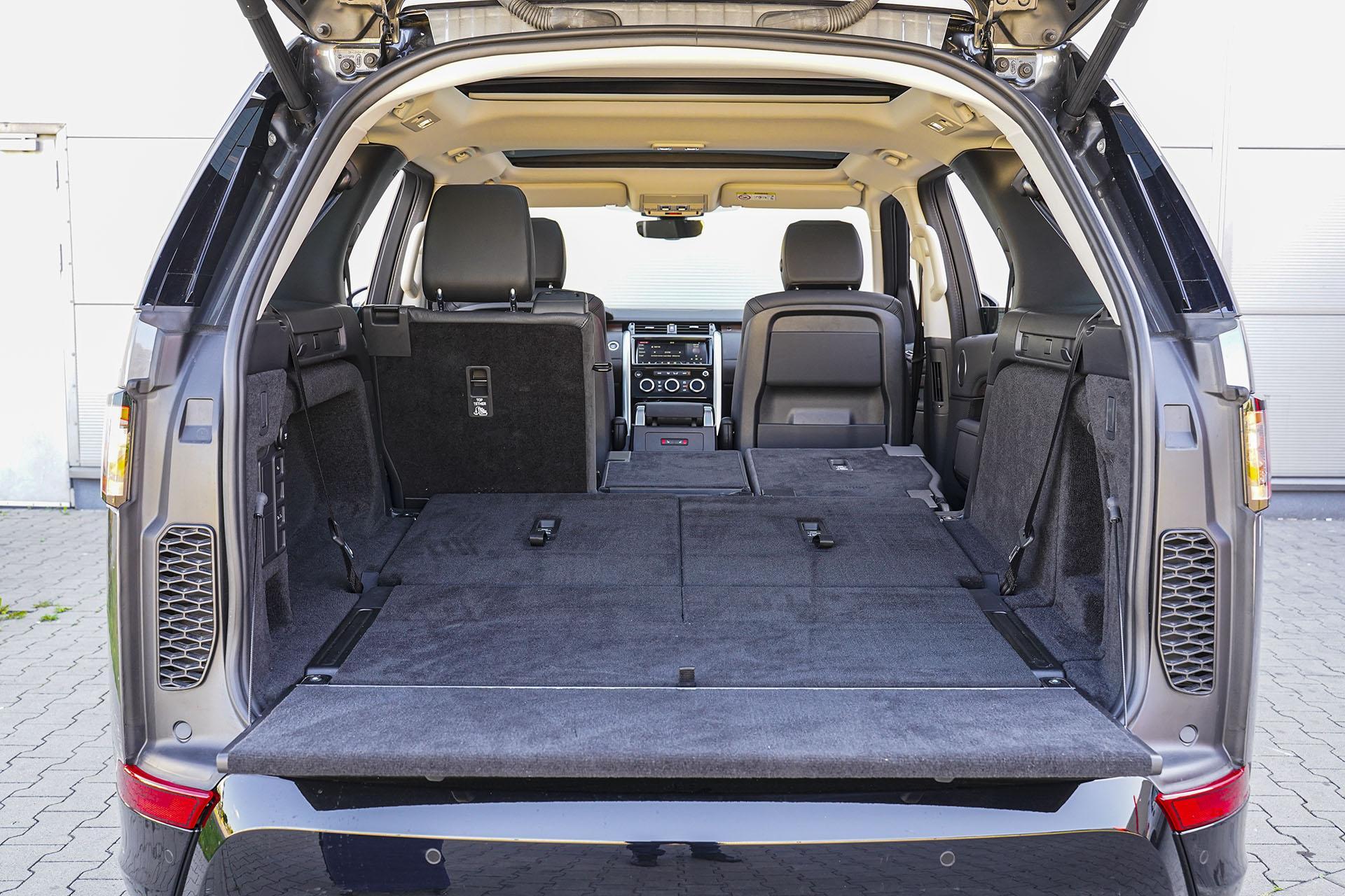 Land Rover Discovery - bagażnik - Land Rover Discovery, Mercedes GLE, Range Rover Sport, Volkswagen Touareg, Volvo XC90 – PORÓWNANIE –opinie, dane techniczne, wymiary