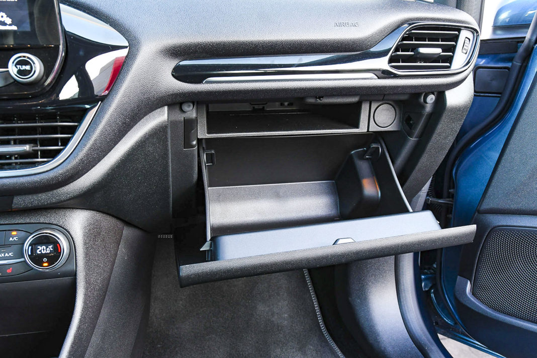 Ford Fiesta - schowek