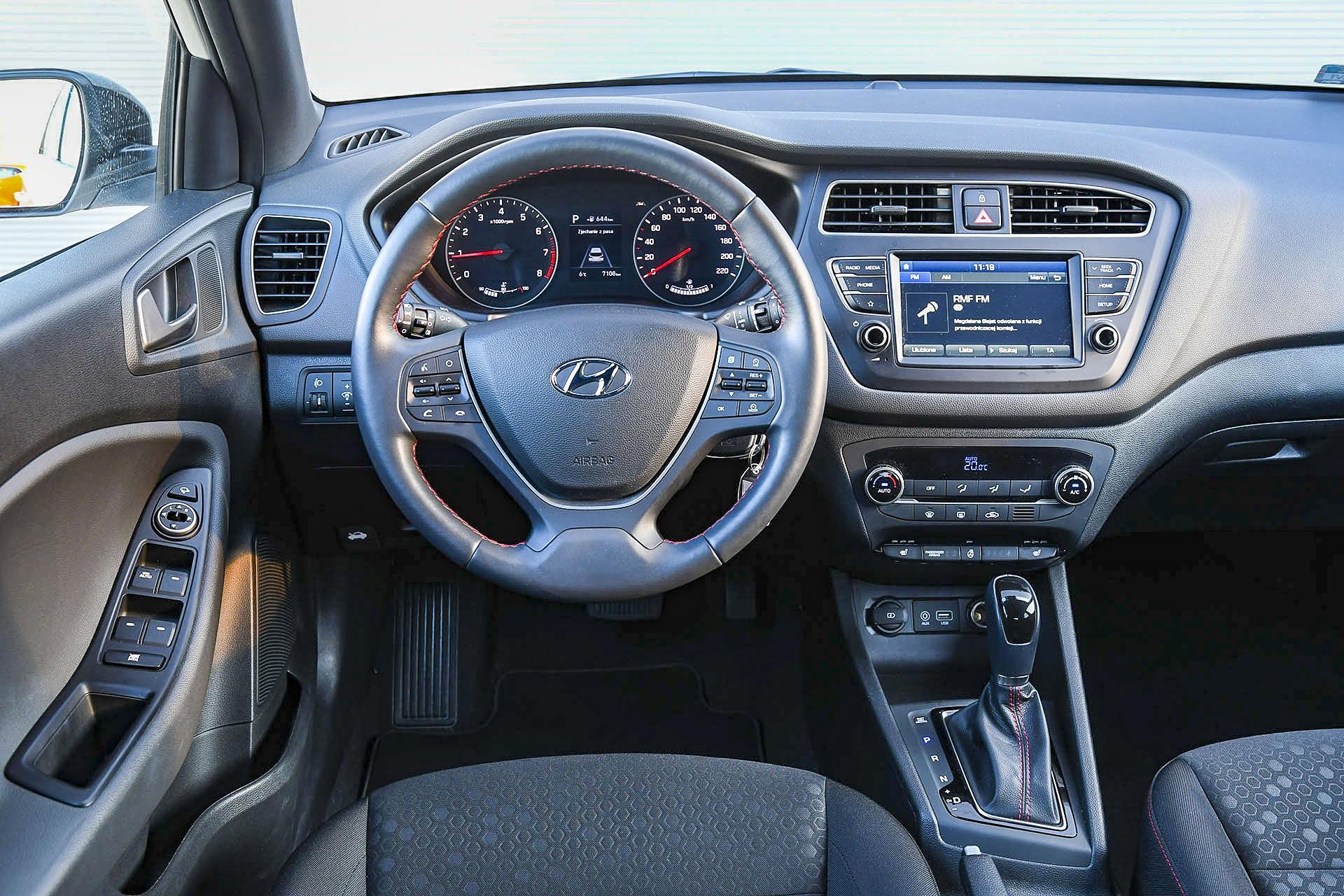 Hyundai i20 - deska rozdzielcza