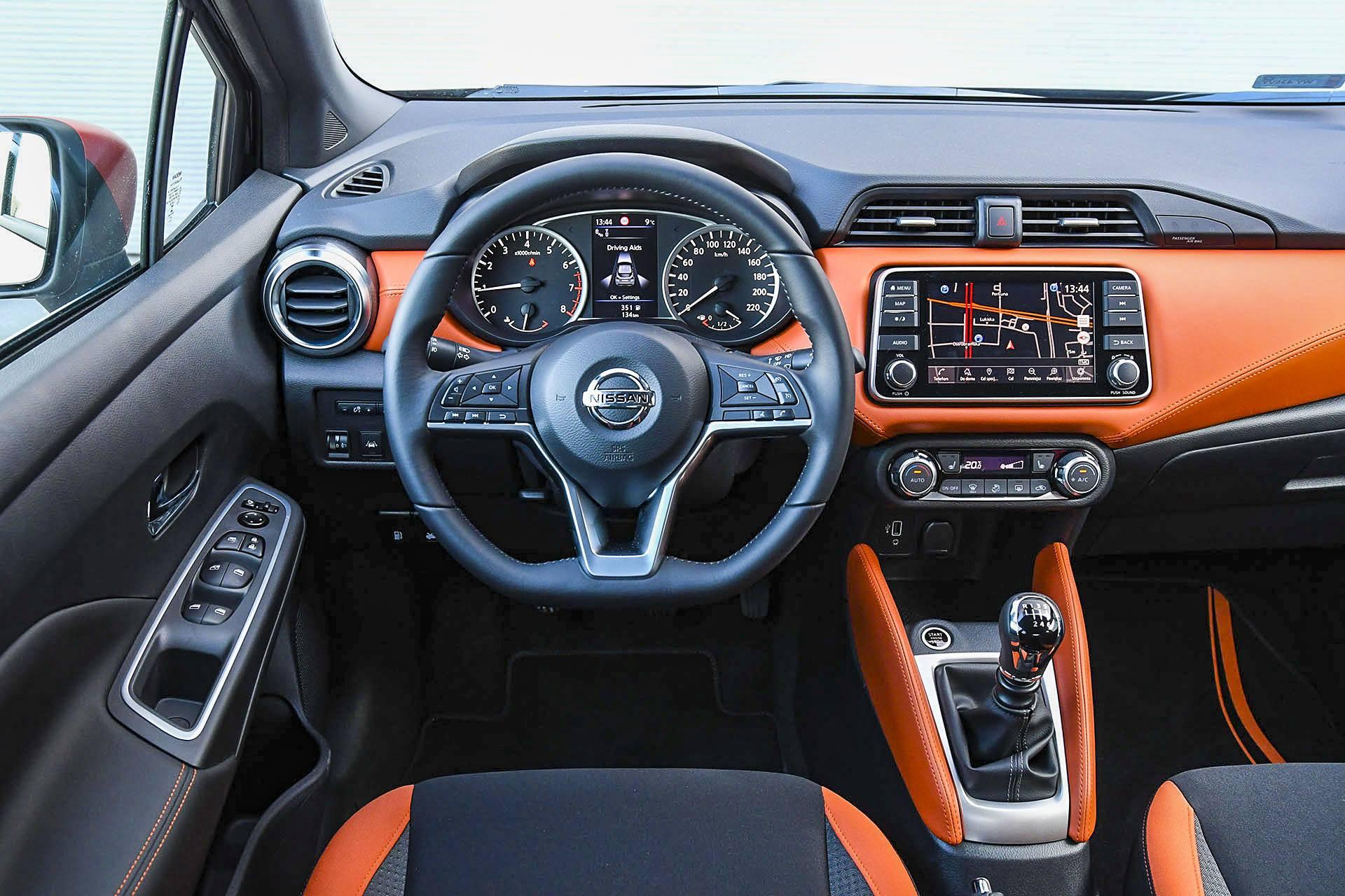 Nissan Micra - deska rozdzielcza