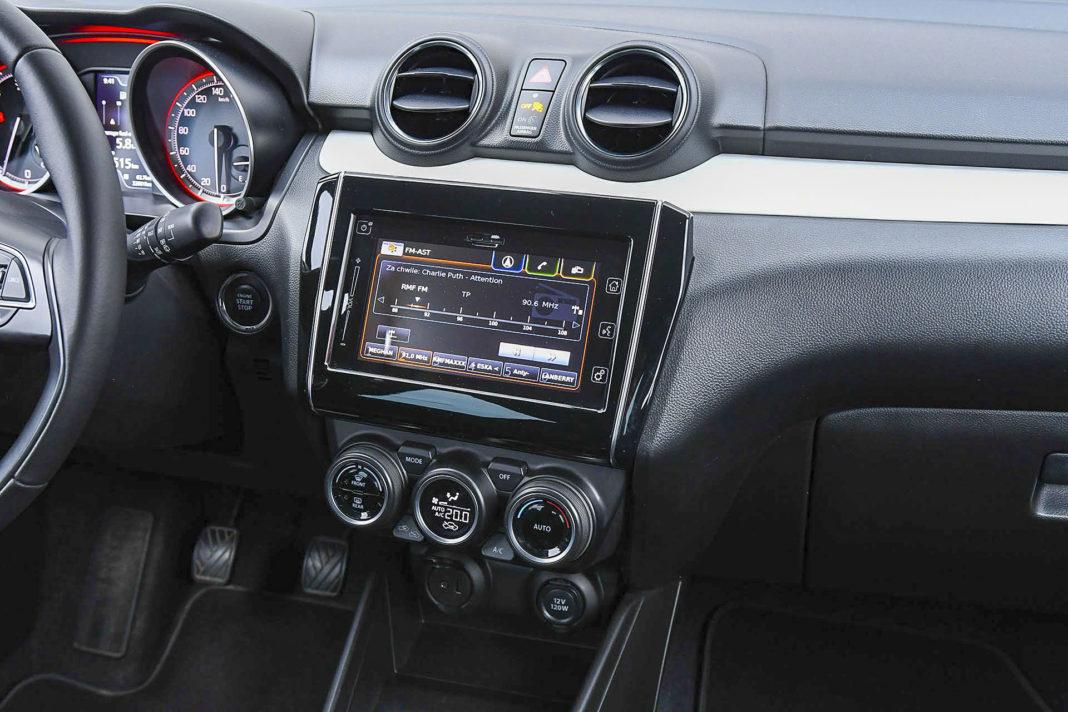 Suzuki Swift - ekran centralny