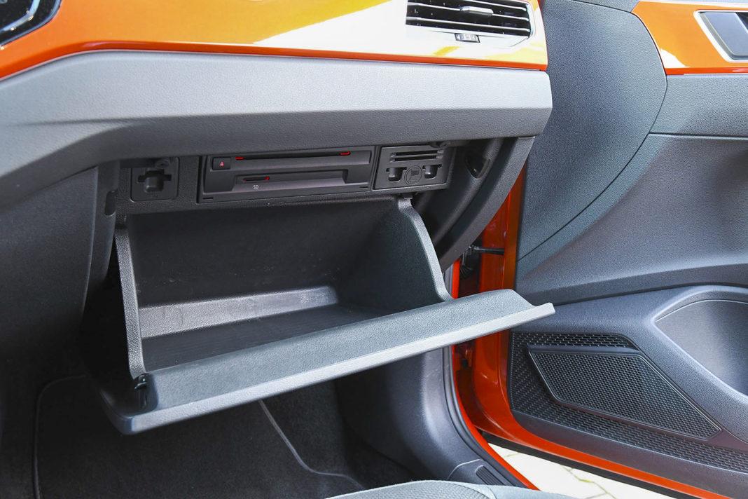Volkswagen Polo - schowek