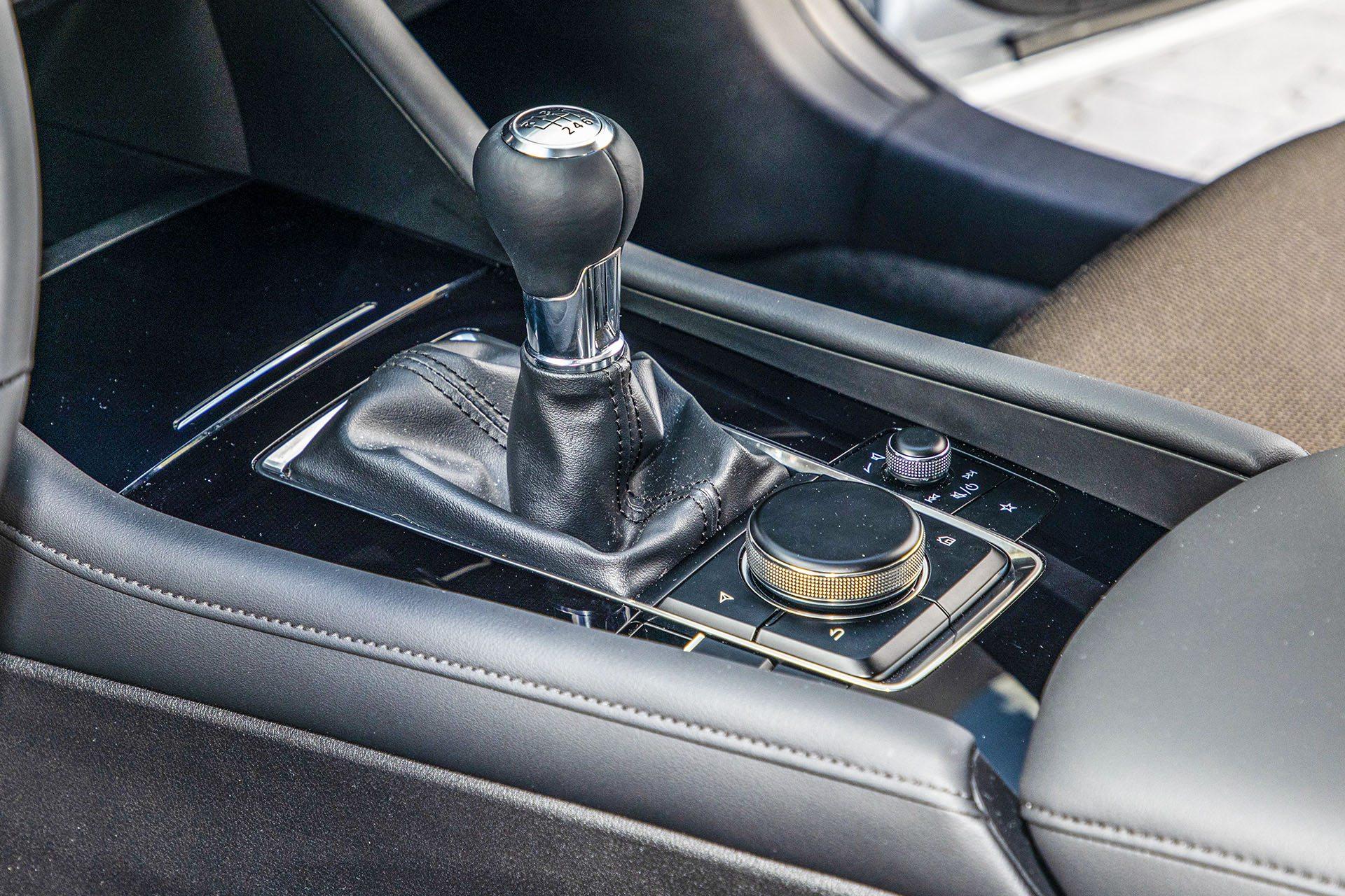 Mazda 3 - drążek skrzyni biegów