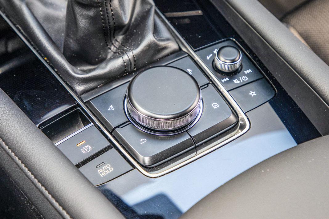 Mazda 3 - panel do obsługi multimediów