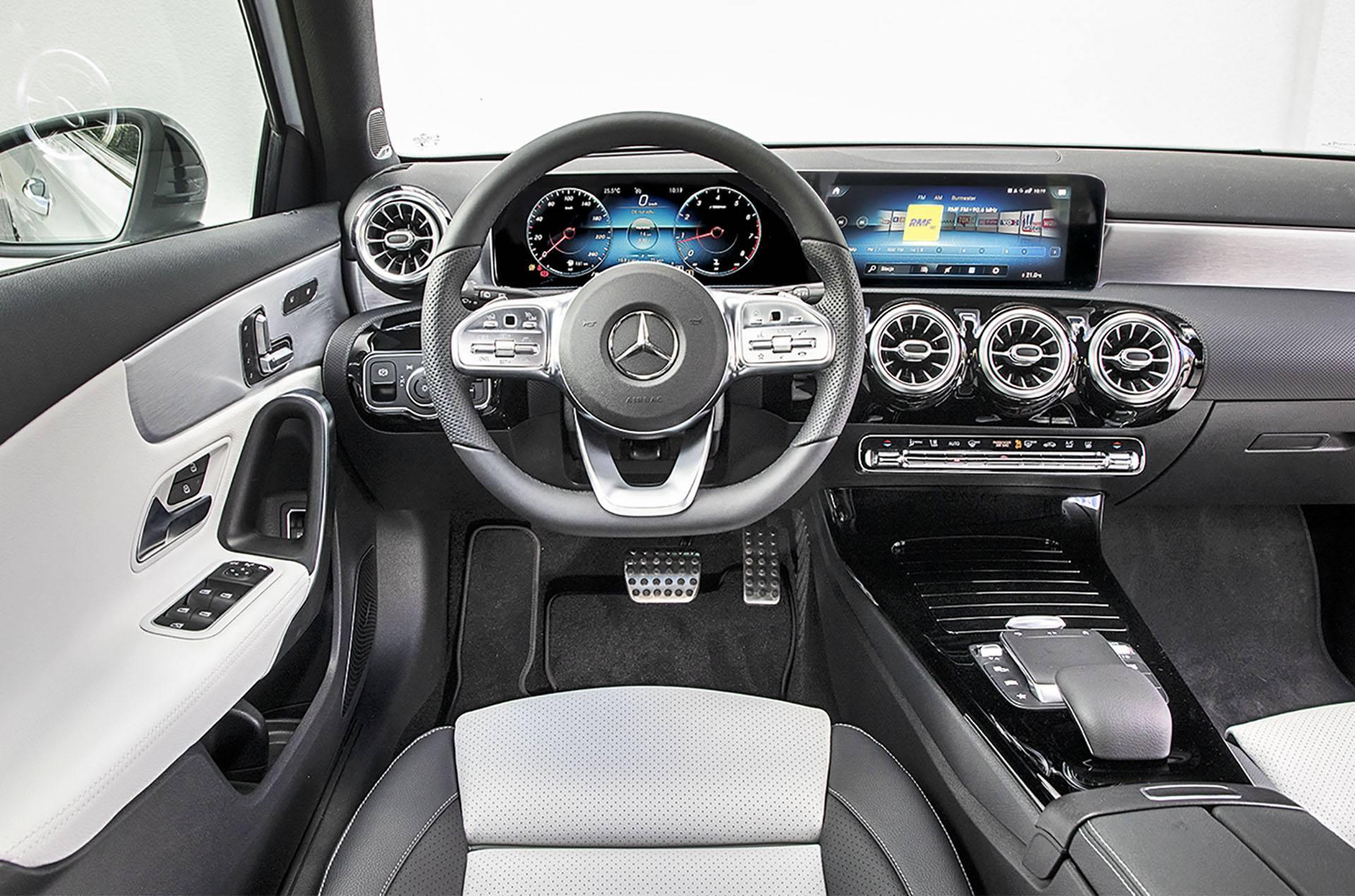 Mercedes klasy A - deska rozdzielcza