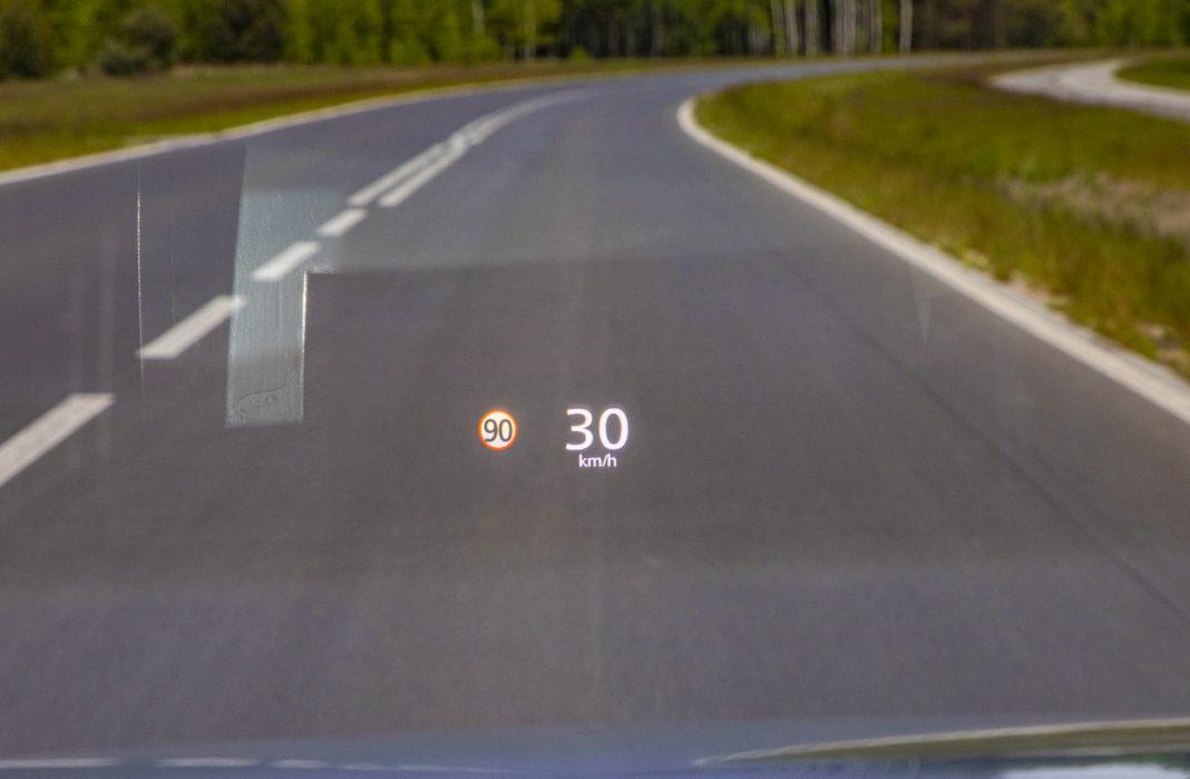 Mazda 3 - ekran head-up