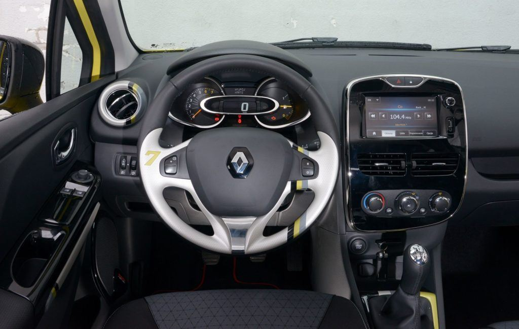 Renault Clio III i Clio IV - którą generację wybrać 09