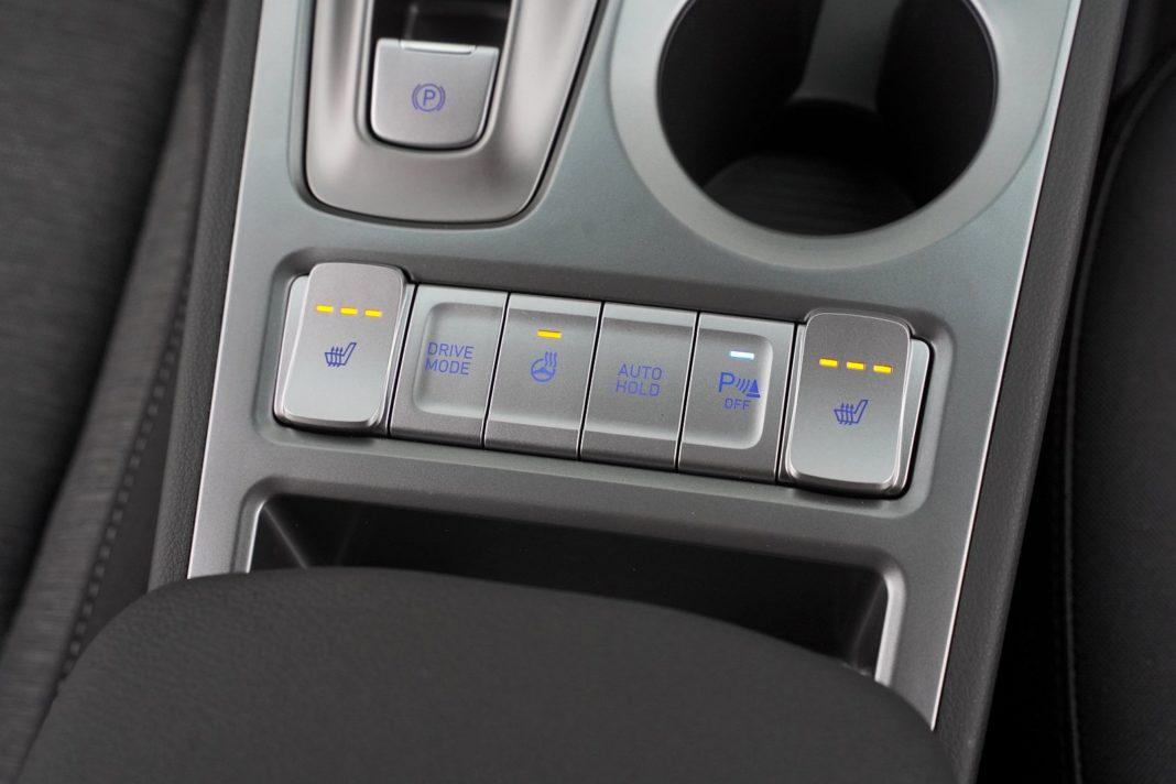 Hyundai Kona Electric 64 kWh - przyciski