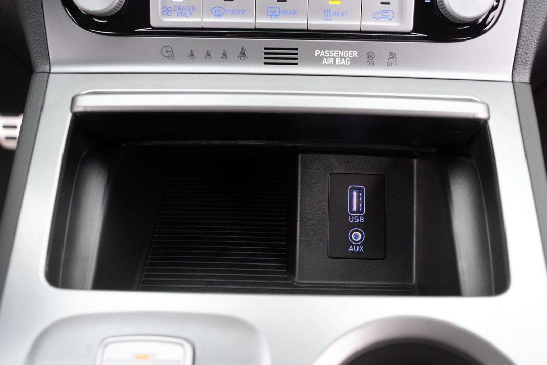 Hyundai Kona Electric 64 kWh - schowek