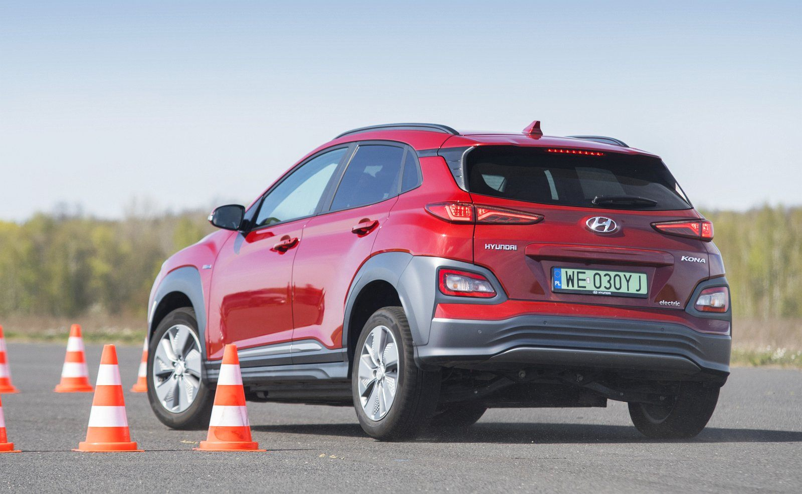 hyundai kona electric 64 kwh test 2020 tył 01