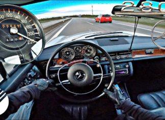 Bez litości dla zabytkowego Mercedesa: 220 km/h na autostradzie!