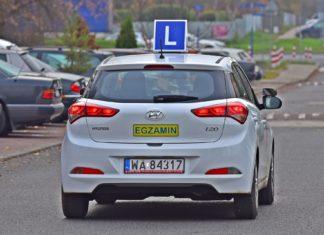 20 000 osób otrzymało prawo jazdy bez egzaminu. Jak to możliwe?