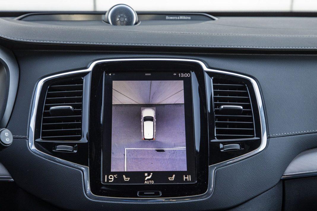 volvo xc90 t8 test 2020 kamery cofania parkowania 01 spalanie zużycie paliwa opinia