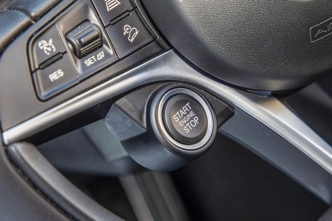 Alfa Romeo Stelvio – przycisk