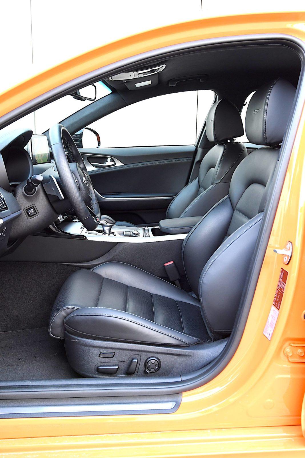 Kia Stinger 3.3 V6 GT - fotele